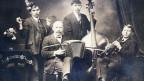 Alte Fotografie mit vier Volksmusikanten.