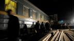 Nächtlicher Halt eines Transsib-Zuges in Novosibirsk.