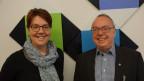 Theo Martin und Karin Kobler posieren für Foto im Studio der SRF Musikwelle.