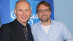 Helmut Lotti und Christian Klemm posieren für ein Foto im SRF Musikwelle Studio.