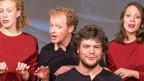 Chor bestehend aus 2 Männern und zwei Frauen in in szenischer Umsetzung.