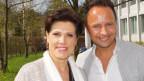 Markus von den Juzis und Maja Brunner auf der Terrasse der Cafeteria des SRF Radiostudios.