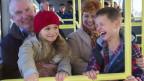 Grosseltern und Enkel in Bus.