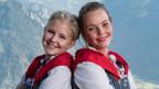 Zwei junge Frauen in der Edelweiss Tracht.