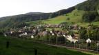 Die Gemeinde Tecknau liegt an einem sanften Hügel.