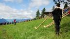 Gesamtchoraufführung am Rigi Alphornbläsertreffen auf der Staffelhöhe.