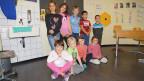Eine Gruppe von Schülerinnen und Schülern der 2. Klasse.