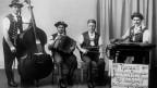 Alte Aufnahme einer Appenzeller Streichmusik-Formation mit vier Musikanten..