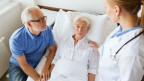 Älteres Paar im Spital