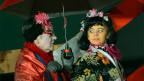Zwei als Japanerinnen verkleidete Schauspielerinnen.