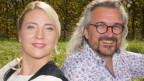 Barbara Klossner und Dani Häusler auf Wiese.