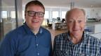 Zwei Männer in einem Büro.