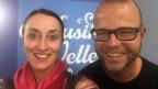 Mann und Frau posieren vor Musikwelle-Logo.