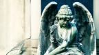 Ein Engel aus Stein als Brunnenfigur.