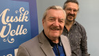 Zwei Herren von Musikwelle Logo.