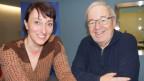 Vic Eugster und Renate Anderegg vor Musikwelle-Logo.