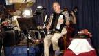 Ein Akkordeonist während eines Konzerts.