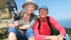 Senioren beim Wandern.