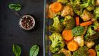 Gemüse in einer Gratinform.