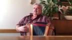 Paul Flück spielt Akkordeon.