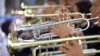 Viele Trompeten.