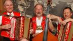 Drei Männer in Appenzellertracht und ihren Instrumenten.