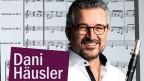 Dani Häusler mit Musiknoten im Hintergrund.