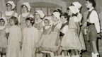 Ein Gruppenfoto mit vielen Kindern.