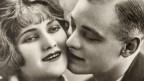 Küssendes Paar im Vintage-Stil