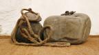 """Steine, die beim """"Strecken"""", einer Foltermethode angewendet wurden. Anna Göldi-Museum in Mollis."""