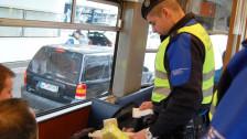 Audio «Das Magazin: Spezielle Grenzkontrolle im Shopping-Tram» abspielen