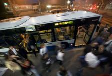 Audio «Schnellbusse für Zürich: Die SVP gibt Gas, die Grünen bremsen» abspielen