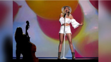 Laschar ir audio «Miley Cyrus: «Malibu»».