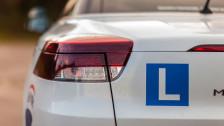 Audio «Billige Lernfahrten: Fahrlehrer kämpfen gegen Laienbegleiter» abspielen