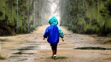 Audio «Nicht grün ins Grüne: Viele Regenjacken enthalten Giftstoffe» abspielen