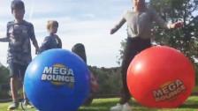 Audio «Zu viel Weichmacher im «Mega Bounce XL» gefährden die Gesundheit» abspielen