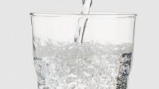 Audio «Nachahmer-Zylinder wollen Blöterliwasser-Markt aufmischen» abspielen