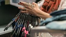 Audio «Entsorgen Mode-Händler tonnenweise Kleider im Müll?» abspielen