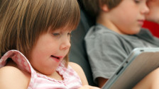 Audio «Neue Medien und Familie: Wenn Kinder lieber chatten als reden» abspielen