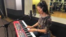 Audio «Bibi Vaplan singt den «Song vom Tag» live im punkt CH» abspielen