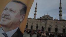 Audio «Türkei: Abgehörtes Geheimtreffen bringt Regierung ins Zwielicht» abspielen