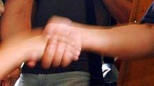Audio «Der Händedruck als Teil der schweizerischen Kultur» abspielen