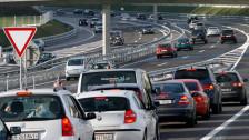 Audio «Bundesrat erhöht Benzinpreis etappenweise» abspielen