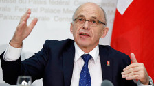 Audio «Hiobsbotschaft beim ersten Auftritt als Finanzminister» abspielen