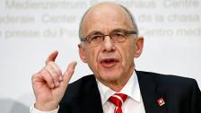 Audio «Finanzminister Maurer - Drohkulisse Sparprogramm?» abspielen
