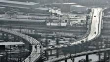 Audio «Die Schweiz muss ihre Verkehrs-Infrastruktur ausbauen» abspielen