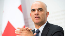 Audio «Bundesrat senkt die Tarife für operierende Ärzte» abspielen
