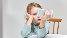 Audio «Die Handys und die Vorbildfunktion der Eltern» abspielen