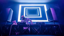 Audio «Wideness & Shine» abspielen