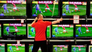 Laschar ir audio «Co chattar la televisiun ideala per guardar la EURO?».
